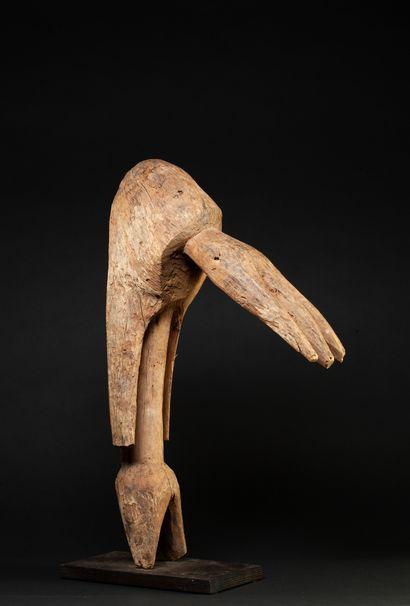 Figure anthropo-zoomorphe aux traits épurés...