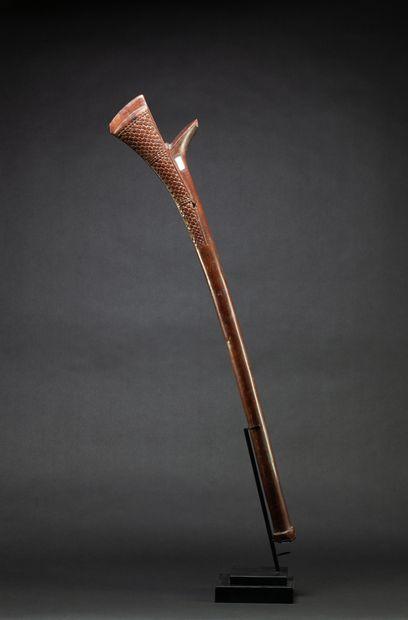 Massue de combat et de danse « Gata » ou « Sali » à tête sculptée symbolisant une...