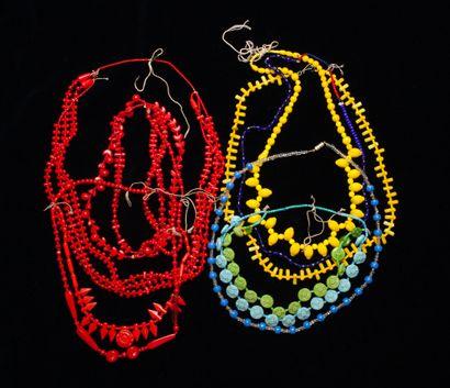 Ensemble de huit colliers  Pierres diverses et bakélite  Amérique du Sud, XXe s...