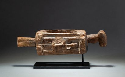 Rare et archaïque réceptacle cultuel utilisé...
