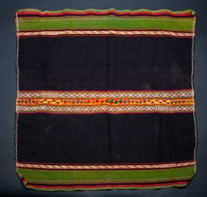 Ensemble :  - Deux étoles à décor traditionnel  Fils de coton et de camélidé, tissées...