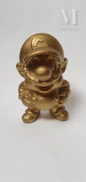 NINTENDO FAMICOM  Statue Mario doré des Famicom...