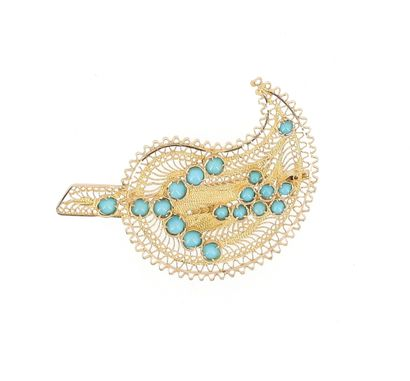 Cashmere brooch in 18 K (750 °/°°°) yellow gold, decorated with openwork filigrees...
