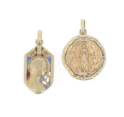 Deux médailles en or jaune 18 K (750 °/°°)...
