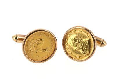 Pair of 9 K (375°/°°) yellow gold cufflinks...