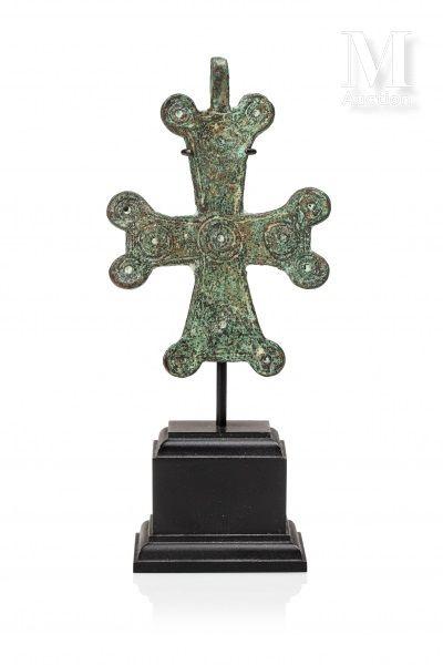 Croix pendentif byzantine en bronze à patine verte