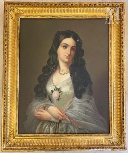 Ecole Française du XIX ème siècle Portrait d'une femme au collier de perles  Pastel...