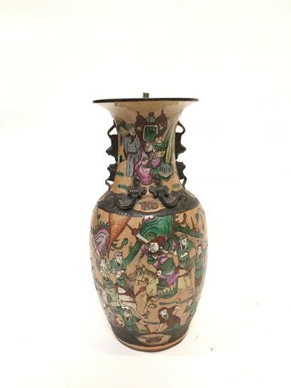 CHINE, Nankin  Vase en porcelaine de Nankin...