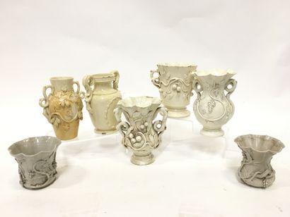 LANGEAIS Lot de vases de faïence de Langeais...
