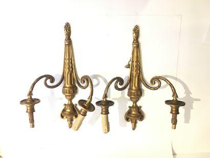 Paire d' appliques en bronze sicelé et doré...