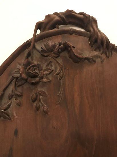Plateau ovale,  Art nouveau, en bois sculpté...