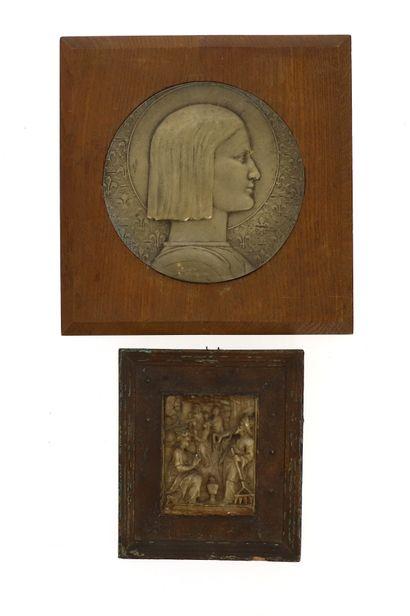 Médaille en bronze  Jeanne d' Arc aux fleurs...