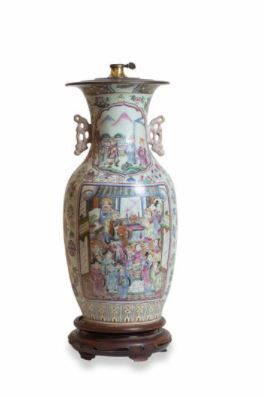 CHINE  Vase en porcelaine émaillée, de forme...