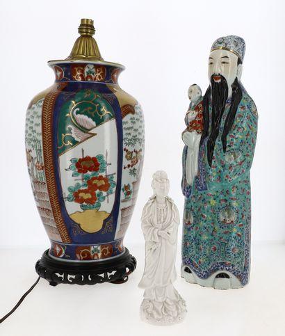 CHINE  Lot comprenant un sage en porcelaine...