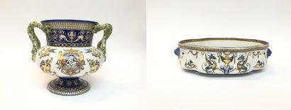 GIEN  Un vase de forme balustre sur piédouche...