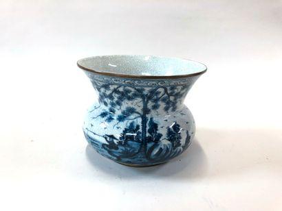 CHINE  Cache pot en céramique à décor en...