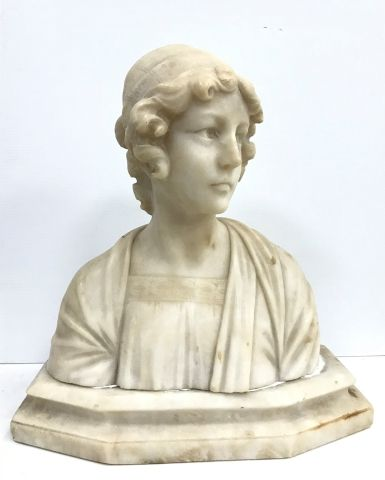 Alberto SACCARDI (1883-1956)  Bust in alabaster...
