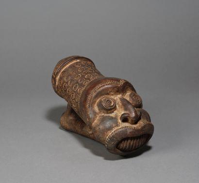 Grand fourreau de pipe  présentant une tête...