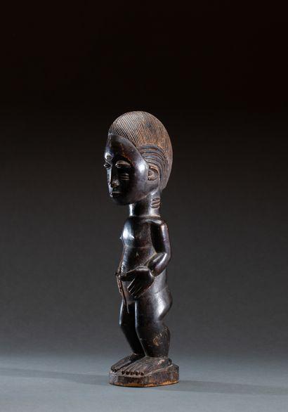 Statuette masculine présentant un personnage...