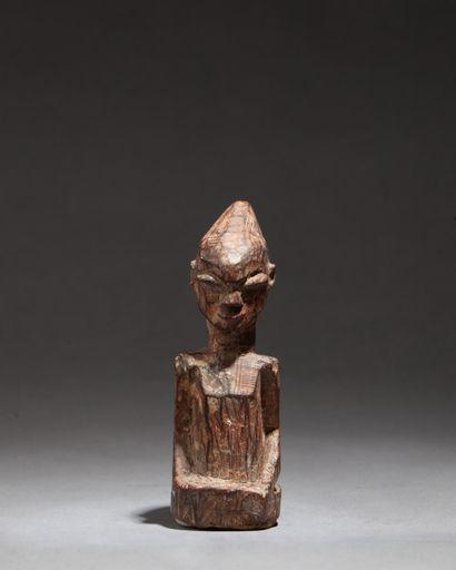 Petit fétiche  sculpté d'un buste avec visage...
