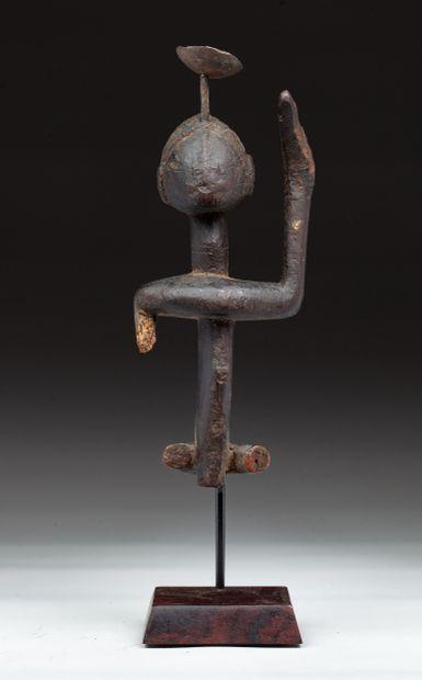 Statuette anthropomorphe  présentant un personnage...