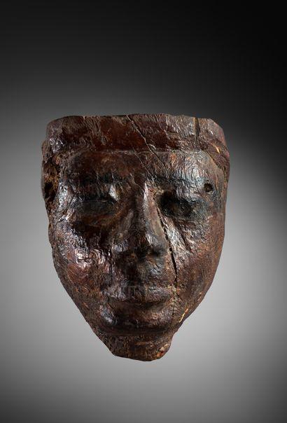 Masque de sarcophage  présentant le portrait...