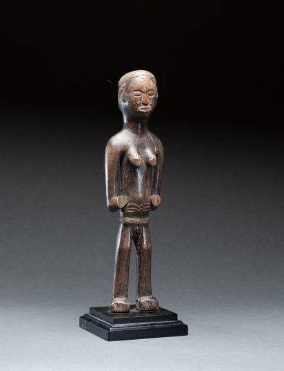 Statue féminine  le ventre et le visage scarifiés...
