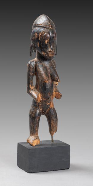 Statuette féminine  présentée nue debout,...