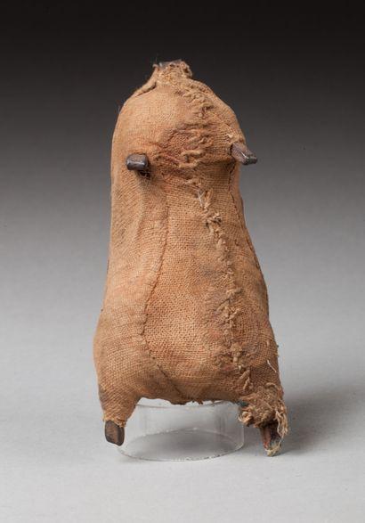 Ancienne poupée de fécondité  Fer forgé enveloppé...