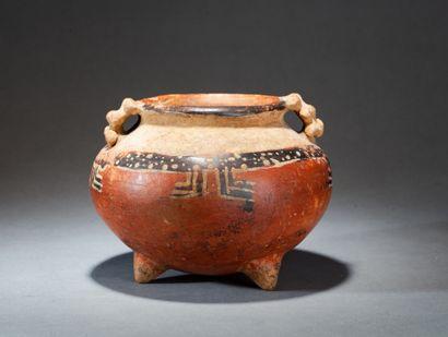 Ensemble de trois vases :  - Encensoir cérémoniel...
