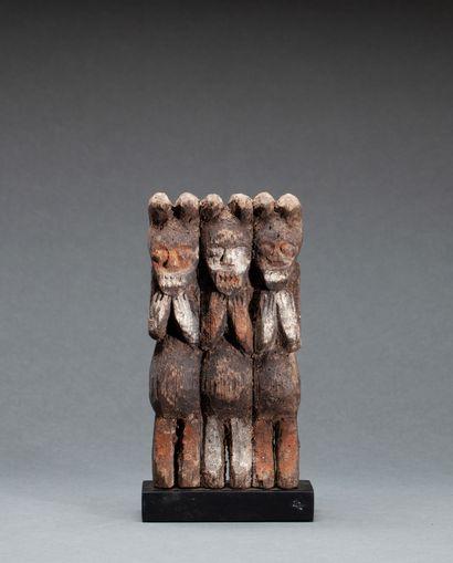 Figurine « Kiké »  présentant trois personnages,...