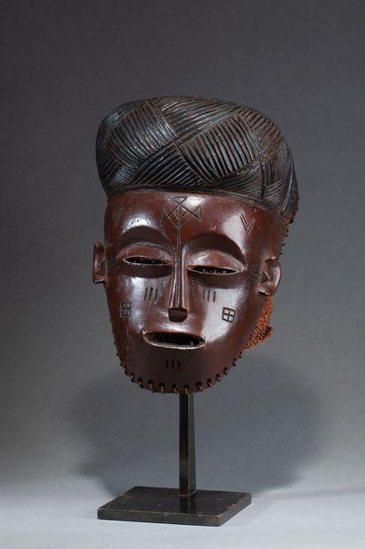Masque de danse  présentant un visage au...