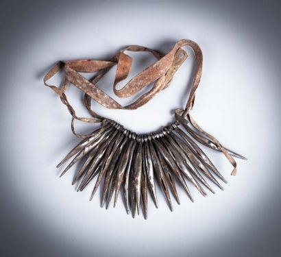 Ensemble :  - bracelet Kenya  - cache sexe...