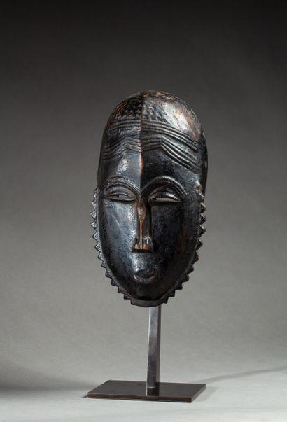 Masque de danse  présentant un visage à la...