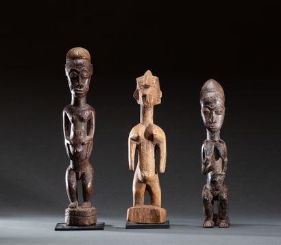 Ensemble  de trois statuettes, deux personnages...