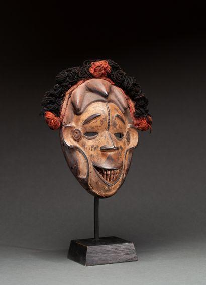 Masque de danse  présentant un visage expressif...