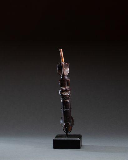 Pipe de notable  Elle est sculptée sur le haut du tuyau d'un chef accroupi, les...