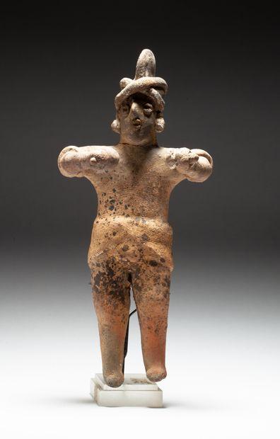 Statuette  présentant un chamane debout tenant...