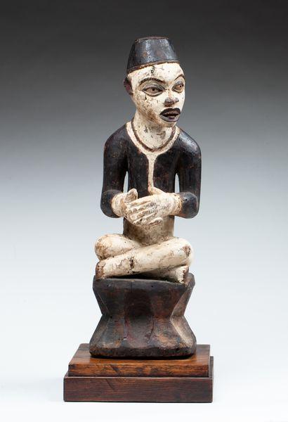 Statue cultuelle  Elle présente un personnage...