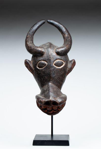 Cimier de danse  sculpté de la tête d'un...