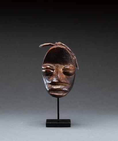 Masque passeport  présentant un visage à...