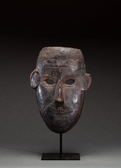 Masque de danse  présentant un visage expressif,...