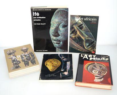 5 ouvrages:  IFE : Une civilisation africaine  L'ART AFRICAIN  ARTS PREMIERS  L'ART...