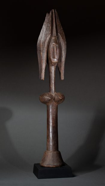 Grande figure Janus  présentant un buste...