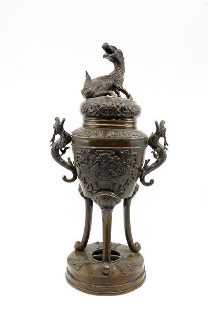 CHINE fin XIX ème  Vase brûle-parfum en bronze...