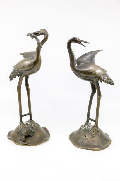 INDOCHINE fin XIX ème  Paire de grues  Bronze...