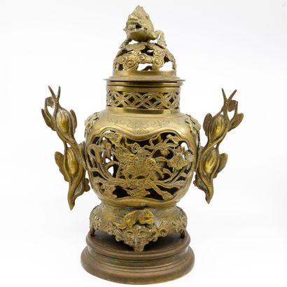CHINE ème  Brûle-parfum en bronze ajouré...
