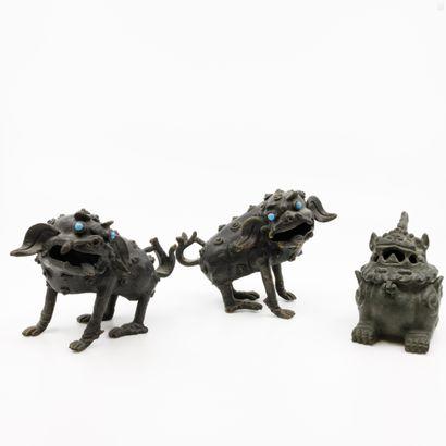 CHINE XX ème  Paire de sculptures en bronze...