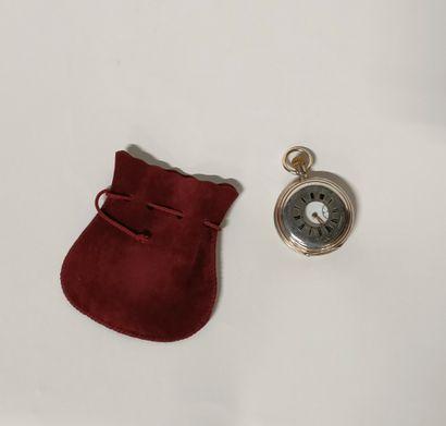 Petite montre de col à gousset en argent...