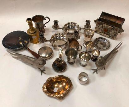 Lot de bibelots divers en métal argenté:...